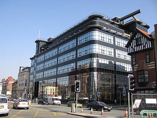 Former Express Building (1939) in Manchester, designed by Sir Owen Williams.The buildings corners are curved, taking inspiration from the 1930s streamline moderne movement. It features typical Art Deco motifs: rounded corners, setbacks and a simple contrasting clear and black glass curtain wall.