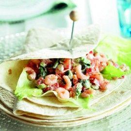 Wrap met romige tomaat en roze garnalen