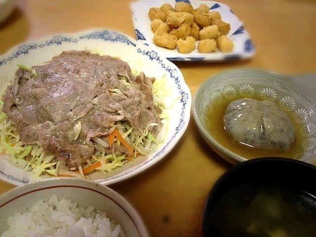 ご当地に蓮根を使った蓮蒸しと言う料理があるけど鰻がないので さかぽんの蓮根饅頭にしてみました( ´ ▽ ` )ノ   キャベツ、もやし、人参の千切りと豚肉を三層に重ねて蒸した重ね蒸しとともに(≧∇≦) - 84件のもぐもぐ - さかぽんのレンチン簡単!蓮根まんじゅう  野菜と豚肉の重ね蒸し by ritsuxdai