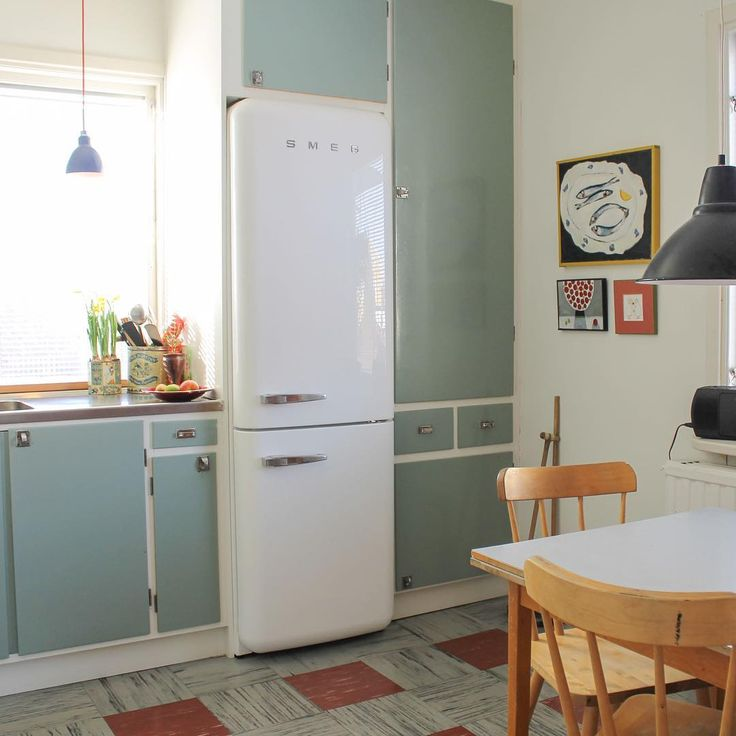 """Gamla funkiskök går att bevara! I dag skriver jag om hur en vän och kollega återbrukade ett fint gammalt kök. Inspirerande före- och efterbilder! """"Erikas hus"""" på lantliv.com #byggnadsvård #kök #finagamlakök #återbruk"""