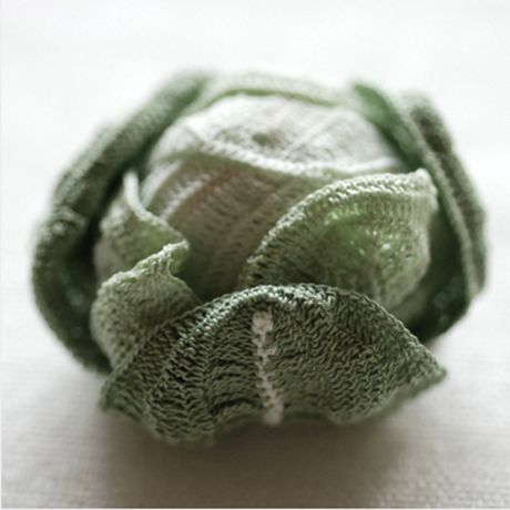 These amazing vegetables have been knitted by the japanese textile artist Itoamika Jung Jung.