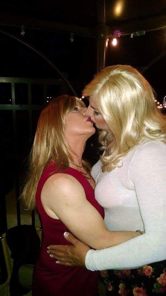 Butch erotica beso lesbiana