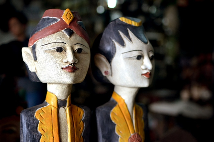 Loroblonyo. An inseparable couple sculpture named Loroblonyo is a must have items when shopping at Triwindu market. This sculpture is a symbol of harmony and fertility according to Javanese culture. Photo by Stefanus Ajie.