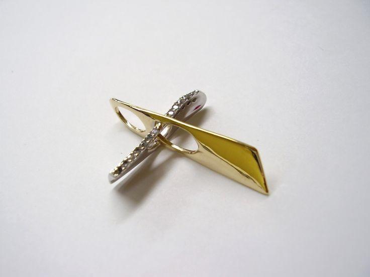 moderno diseo de cruz en oro amarillo y blanco con diamantes joyas marcel duran joyeros