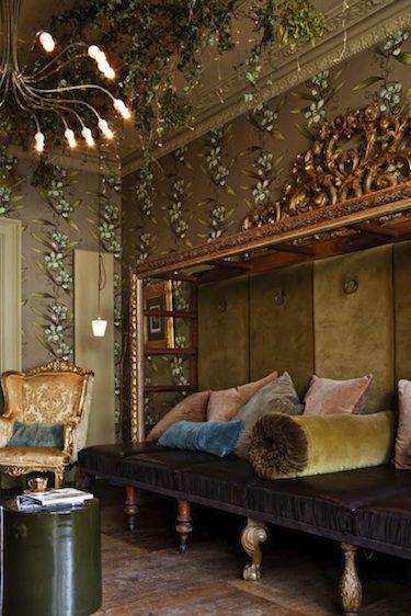 10×10 Room Decoration