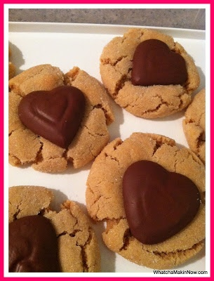 Peanut Butter Kiss Cookies from @whatchamakinnow #recipe #valentinesday