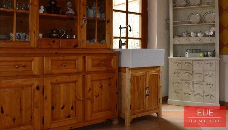 Villeroy und Boch Spülstein Einzelbecken aus Keramik ohne Abtopffläche. Die Montage des Spülsteins kann auch wie hier nur direkt auf den Spülenunterschrank erfolgen. Weitere Informationen, Beratung und Verkauf über EUE Hamburg.