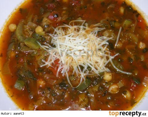 Cizrnová polévka s rajčaty a zeleninou