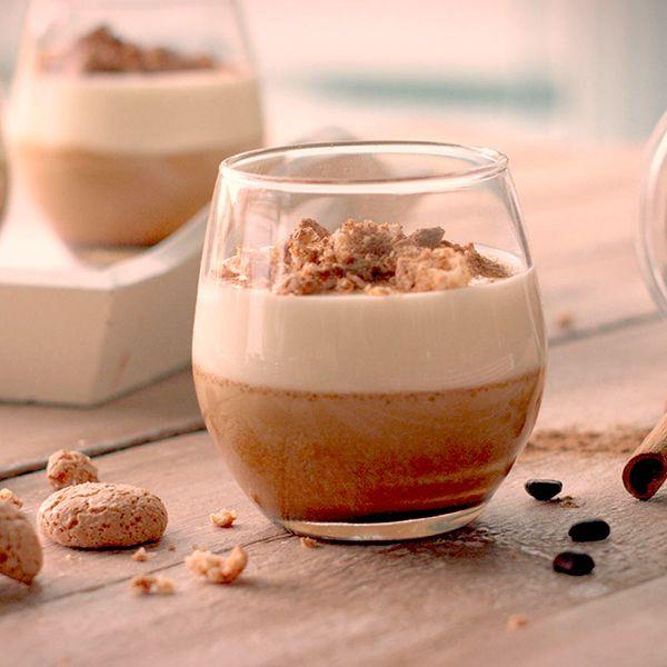 Te presentamos unas de nuestras recetas de postres italianos más cremosas: una exquisita mousse de café con espuma de mascarpone. ¿Te atreves?