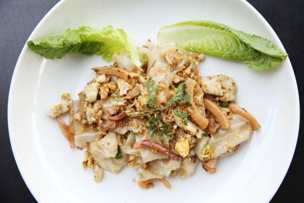 Il secondo piatto perfetto per gli amanti della cucina thainlandese: ecco il pollo con latte di cocco e anacardi
