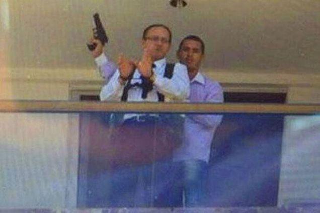 Brazilian Gunman Puts Hostage in Bomb Vest on 13th Floor Balcony | Gawker
