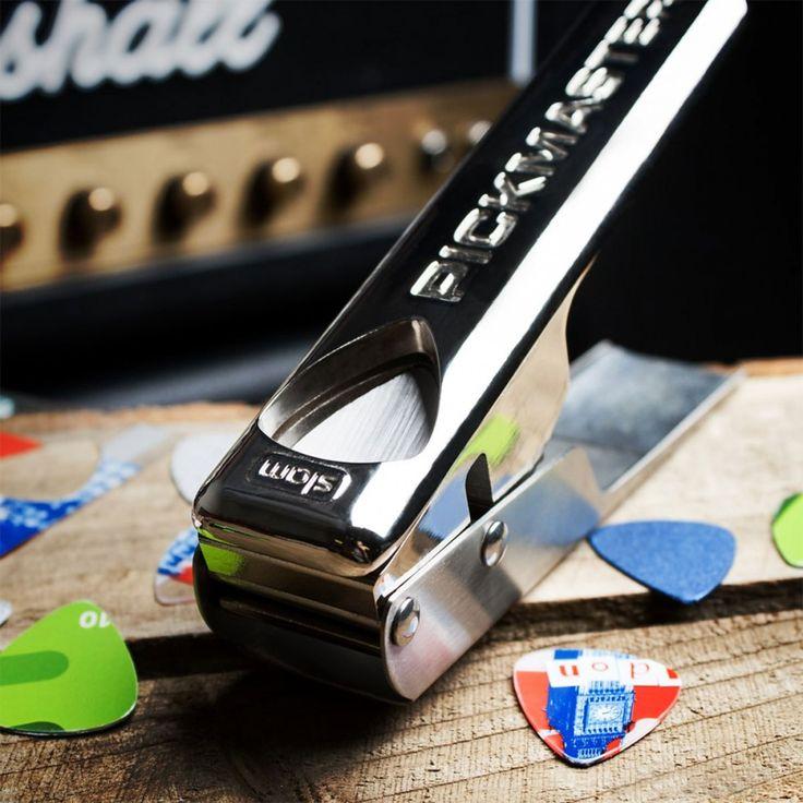 Stanz dir dein individuelles Gitarrenplektrum aus ausgedienten Kreditkarten, Kundenkarten oder beliebigen anderen Karten. Ideales Geschenk für Gitarreros!