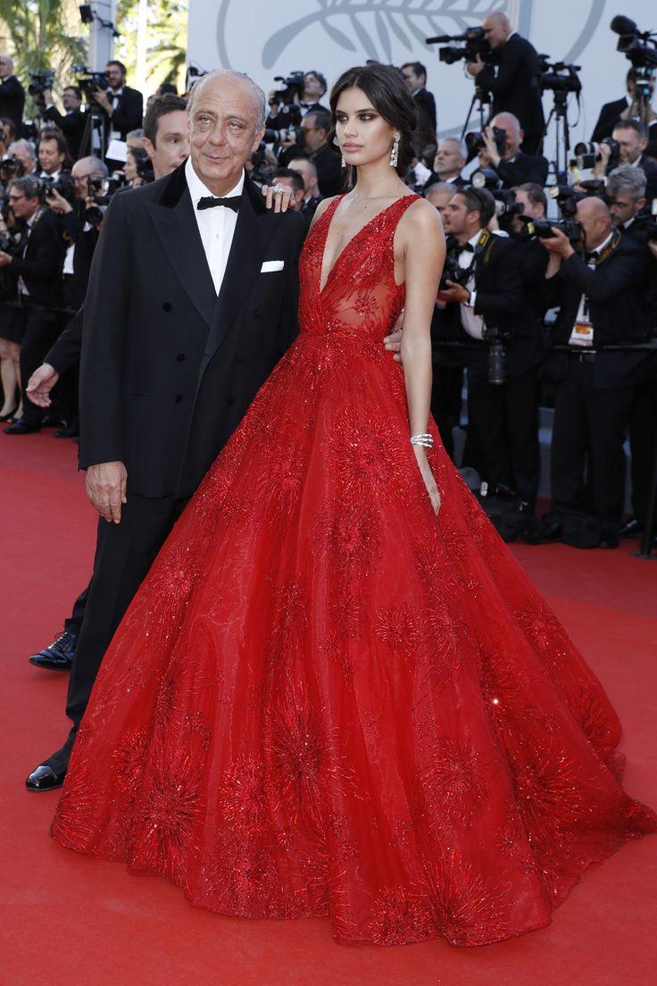 Sara Sampaio En La Gala Inaugural De Cannes Red Carpet