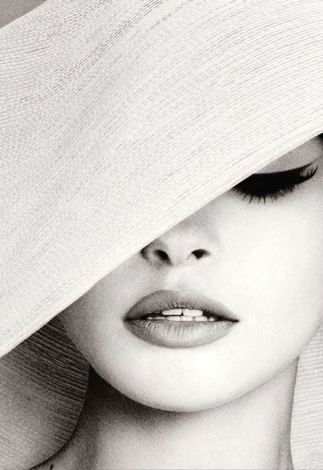 classy: Eye Makeup, Eyeliner, Cat Eye, Audrey Hepburn, Lips, Black White, Eye Liner, Photo, Sun Hats