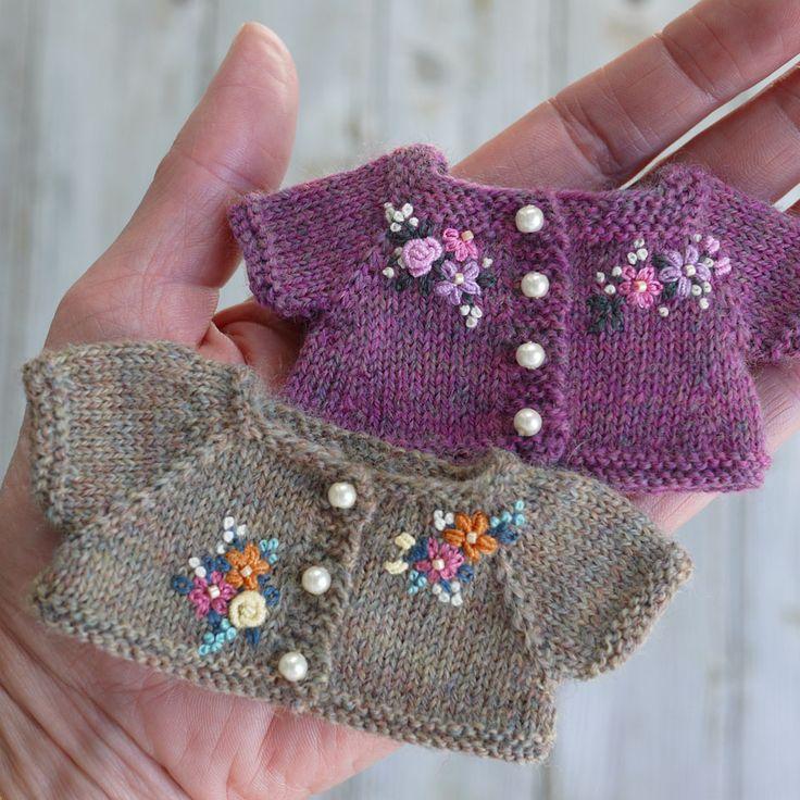 2 sweaters 586