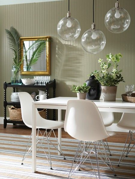 sleek dining table & globe pendant lights