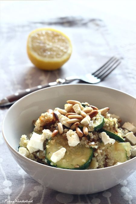 Quinoa mit Zucchini und Feta