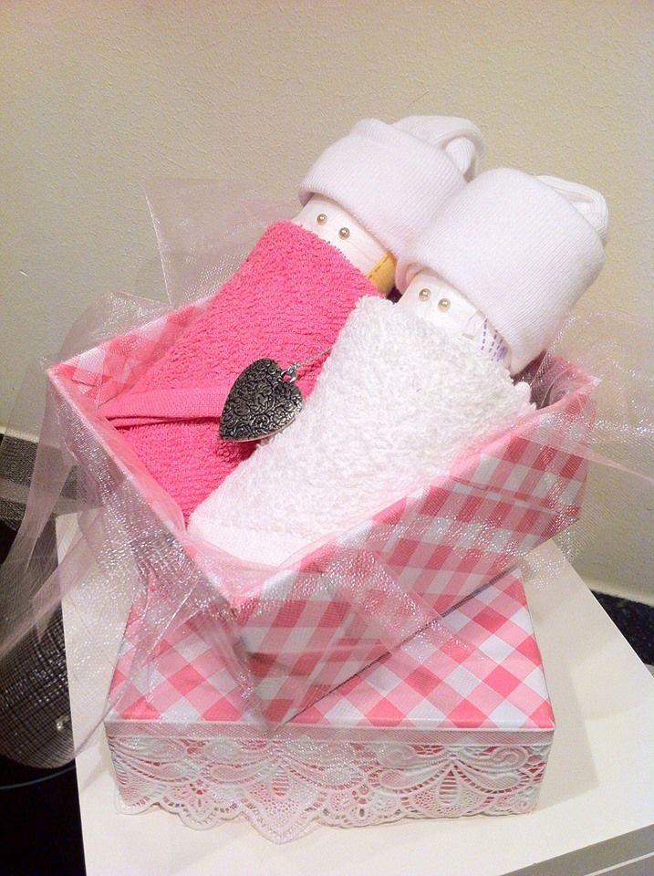 Luierpopjes in herbruikbaar doosje voor meisje. Kraamcadeau / Zwangerschapscadeau voor mama en baby. Info: http://joleenskraamcadeaus.wix.com/kraamcadeau#!product/prd1/1650937485/luierpopjes-in-doosje