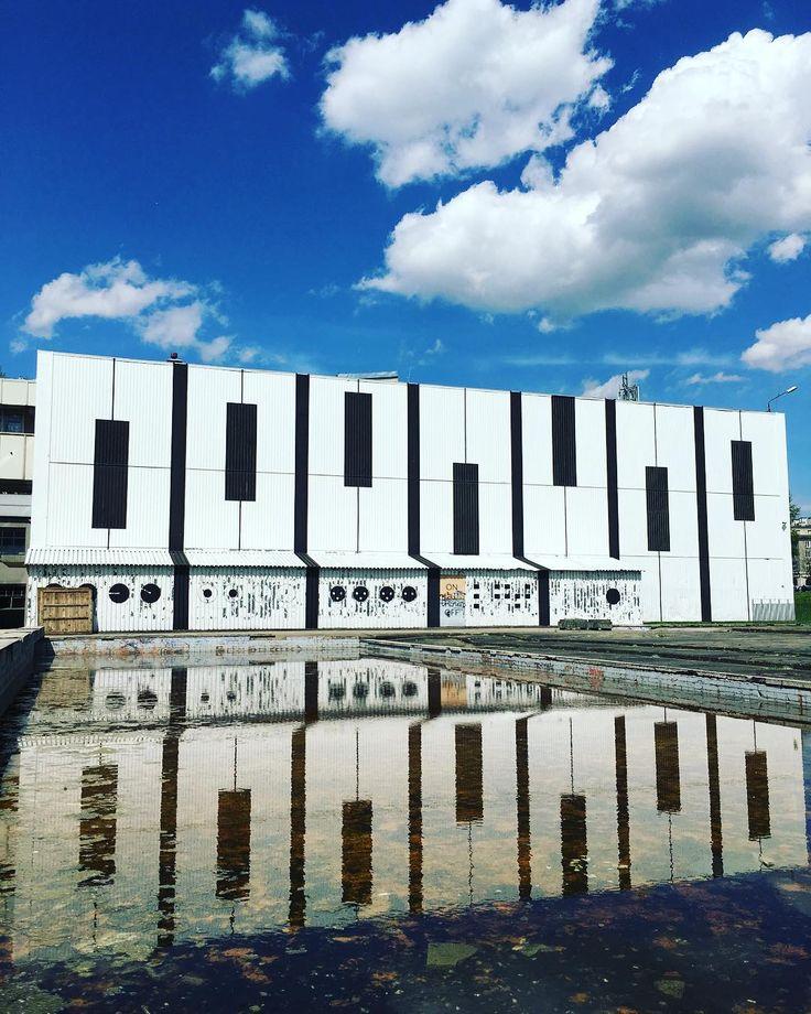 Wiosna. Wreszcie!  #encek #kulturaKRK #nowahuta #mural #audiomural #mural #wiosna #wsłońcu #niebo #spring #beautifulday #sky #streetart #water #clouds
