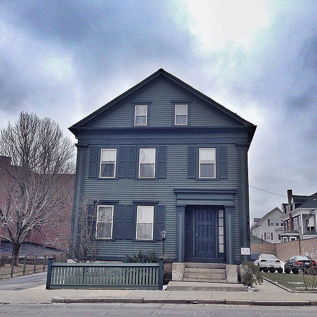 America's Most Haunted Houses | POPSUGAR Home   *** THE LIZZIE BORDEN HOUSE ***