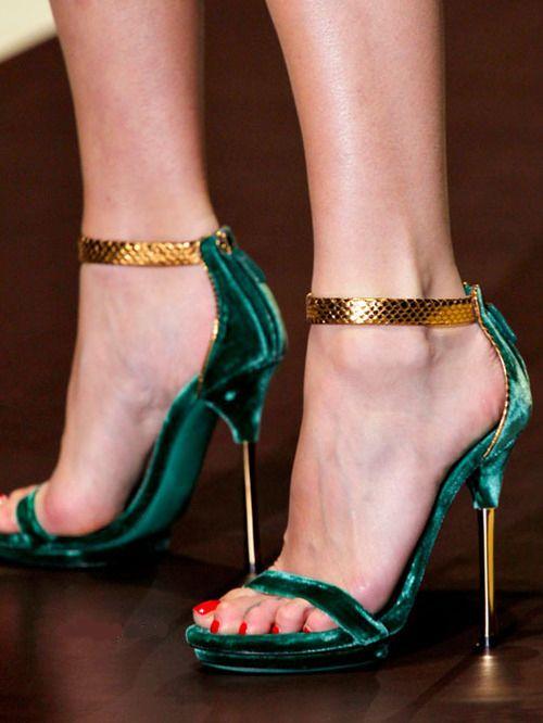 Sandália de Veludo Gucci                                                                                                                                                                                 Mais