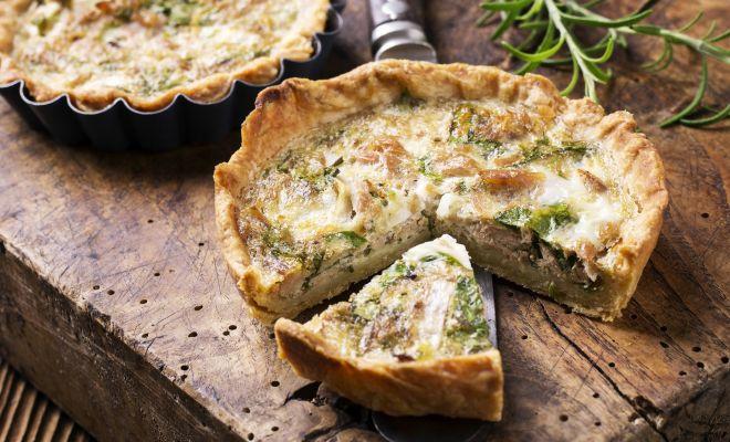 Kuchen muss nicht immer süß sein und auch nicht voller Kohlenhydrate sein. Low Carb Thunfischkuchen ohne schlechtem Gewissen aber jede Menge Protein.