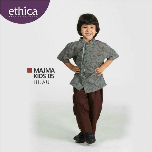 Jual beli Baju Muslim Koko Anak Ethica MAJMA KIDS 05 HIJAU - BIG SALE di Lapak Aprilia Wati - agenbajumuslim. Menjual Busana Muslim Anak Laki-Laki - WAJIB DIBACA!!!! PASTIKAN STOK READY SEBELUM TRANSAKSI !!!!!!!!!!! Pesanan akan dikirim berdasarkan stok yang ready saja Untuk Ketersediaan Stok Bisa Hubungan kami di CHAT ME atau inbox saja  Baju Muslim Koko Anak Ethica MAJMA KIDS 05 HIJAU Bahan : Jacquard PI READY : Size 1.2  Koko Anak : majma kids 05 hijau HARGA : No.1 : 159.500 No.2…