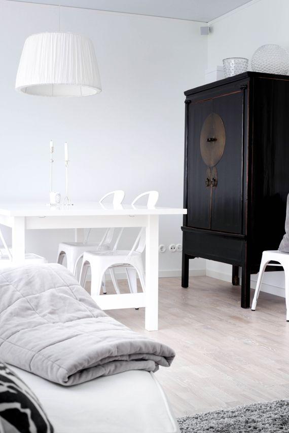 http://www.pinterest.com/joliesarts/ ∗ »☆Elysian-Interiors ♕Simply divine #Interiordesign ~ Chinese ~ Asian ~ furniture ~ antique cabinet ~ MITT VITA HUS