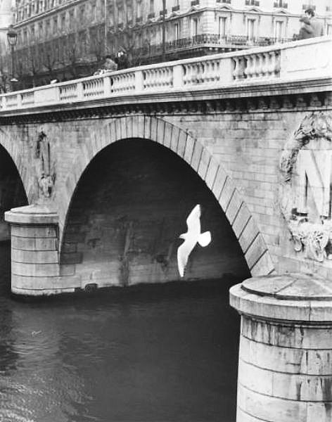 Pont Saint-Michel, Paris, ca. 1979. Photo by Izis