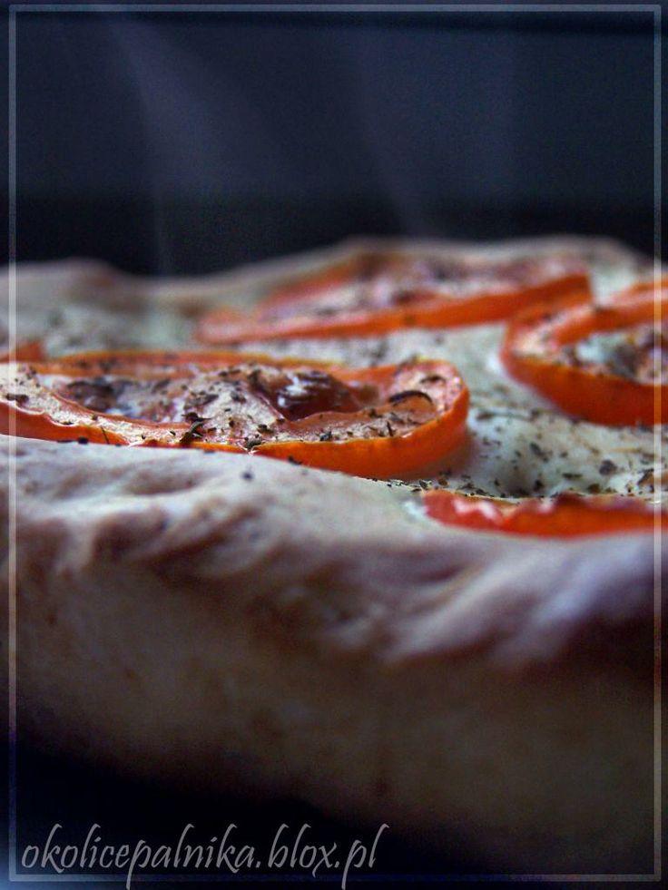 Ziołowa focaccia z pomidorami http://okolicepalnika.blox.pl/2014/01/Ziolowa-focaccia-z-pomidorami.html