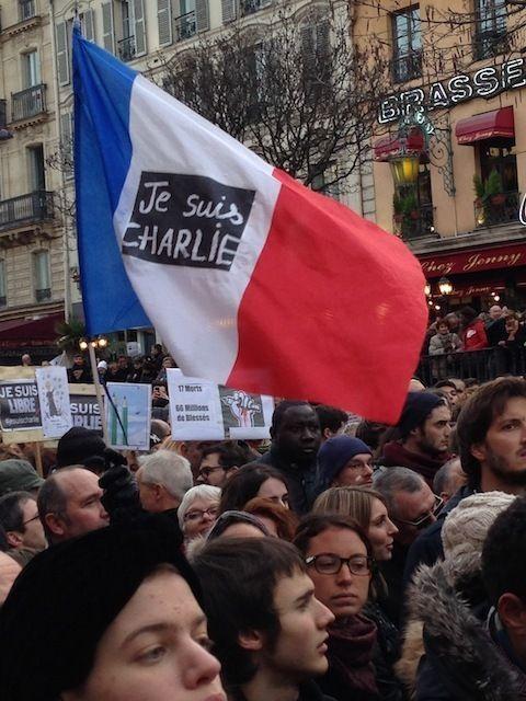 Miedo y solidaridad en la marcha más grande en la historia de Francia: A la marcha asistieron cerca de 2 millones de personas, aunque el Ministerio del Interior de Francia señaló que ira imposible dar una cifra exacta porque eran demasiados manifestantes. #Vice #News #JeSuisCharlie