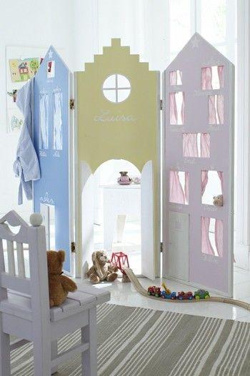おとぎの国のような、キュートなパーテーション。子供部屋にピッタリ!窓やドアも付いているので、子供も大喜び♪