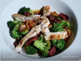 Пикантный теплый салат с брокколи и индейкой | Официальный сайт кулинарных рецептов Юлии Высоцкой