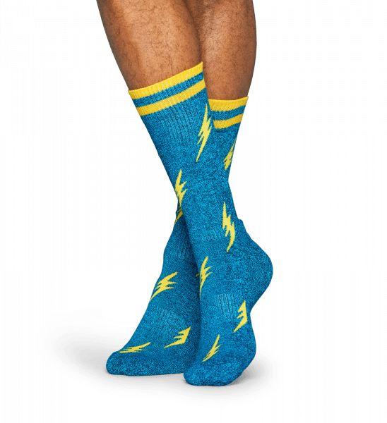 Ornées d'un vif motif d'éclairs aux couleurs éclatantes, ces chaussettes Athletic sont un must pour tout ensemble sportif. Les stries jaunes sur fond bleu de ce modèle unisexe créent un motif irrésistible. Pour une sensation athlétique unique, ces chaussettes douillettes sont dotées d'un soutien de la voûte plantaire et d'une semelle matelassée. Des fils de coton peigné d'une grande finesse ont été utilisés pour concevoir cette paire afin que les hommes et les femmes du monde entier…