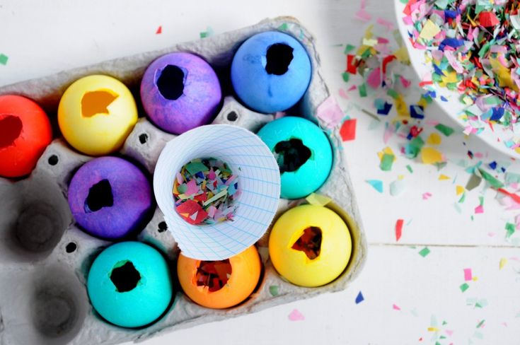 DIY Confetti Filled Easter Eggs - for a colorful egg fight!