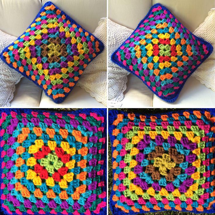 Cojín crochet colores