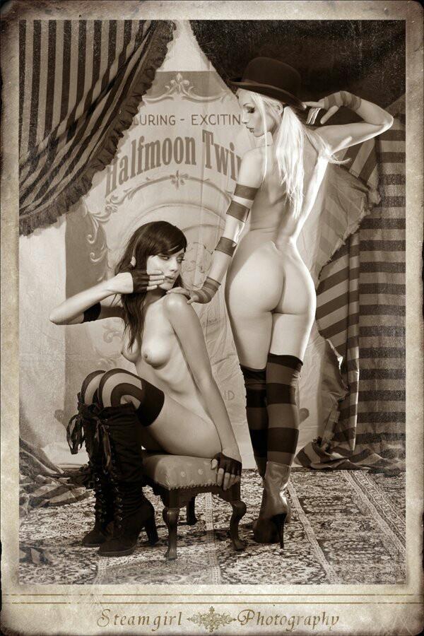 lesbians-nude-punk-pin-up