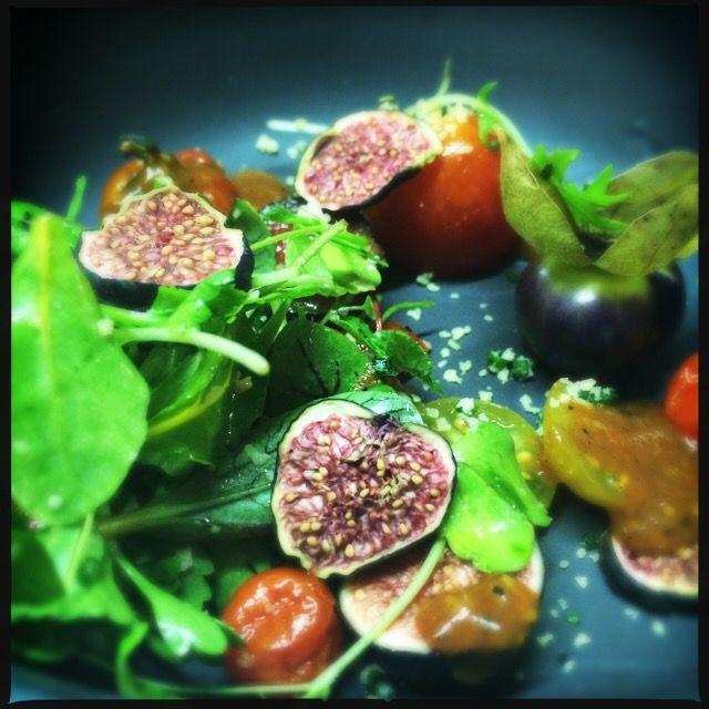 Purple fig and tomato salad