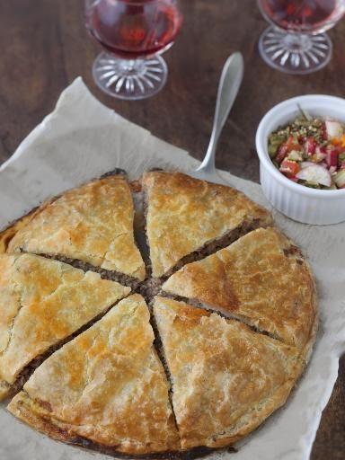 Tourte feuilletée à la viande (Roumanie) - Recette de cuisine Marmiton : une recette                                                                                                                                                                                 Plus
