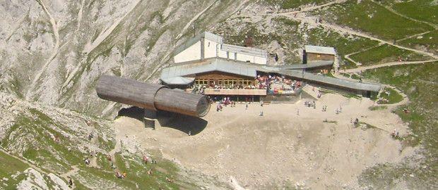 Eine Ausstellung auf über 2.200 Metern Höhe? Das bekommt man nicht alle Tage und daher lohnt sich ein Ausflug zur Bergwelt Karwendel.
