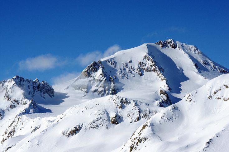 LAURIN DERBY | VAL SENALES | SNOWCAMPITALY | Una settimana di freeride e backcountry sulle alpi Sarentine e Venoste, al cospetto di quinte scenografiche montane uniche, intrise di misticismo e leggenda, in compagnia di un equipaggio che definirlo creativo è un eufemismo, armato di tenacia e goliardia. Questo il leitmotiv dell'appuntamento Snow Week d'inizio marzo che ha visto coinvolti 7 Nomadi delle Nevi provenienti dalle più disparate latitudini. snowcamp.it