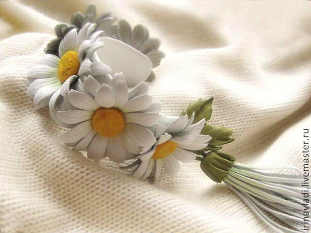 Купить Цветы из кожи.Женский кожаный браслет БЕЛЫЕ РОМАШКИ - браслет из кожи, браслет с цветами