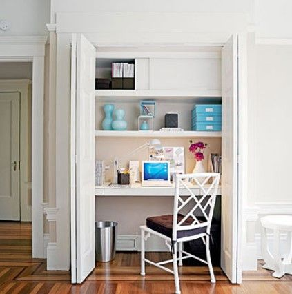 Desain Ruang Kerja Minimalis di Dalam Rumah Nyaman 4 - ruang kerja nuansa putih menyatu dengan lemari
