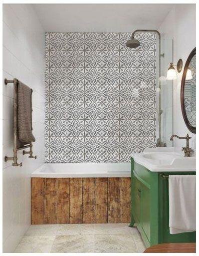 Marokkolaisilla sementtilaatoilla päällystetty seinä
