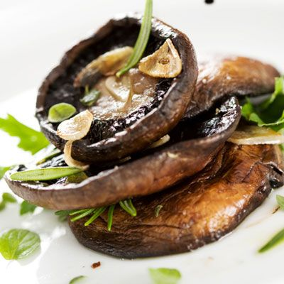Many vegetarians and vegetable-lovers enjoy the meaty flavor of mushrooms. For a veg-friendly meal that still has a big, meaty taste, baste large mushroom caps — like those of the easily found portobello mushroom variety — with A.1. during grilling or broiling. Coating the mushrooms with the steak sauce during the cooking process as well as beforehand will ensure they really soak up tons of the sauce's savory flavor, and grilling or broiling will allow the sauce to caramelize slightly…