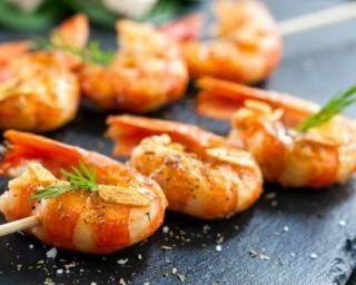 Brochettes de crevettes épicées : http://www.fourchette-et-bikini.fr/recettes/recettes-minceur/brochettes-de-crevettes-epicees.html