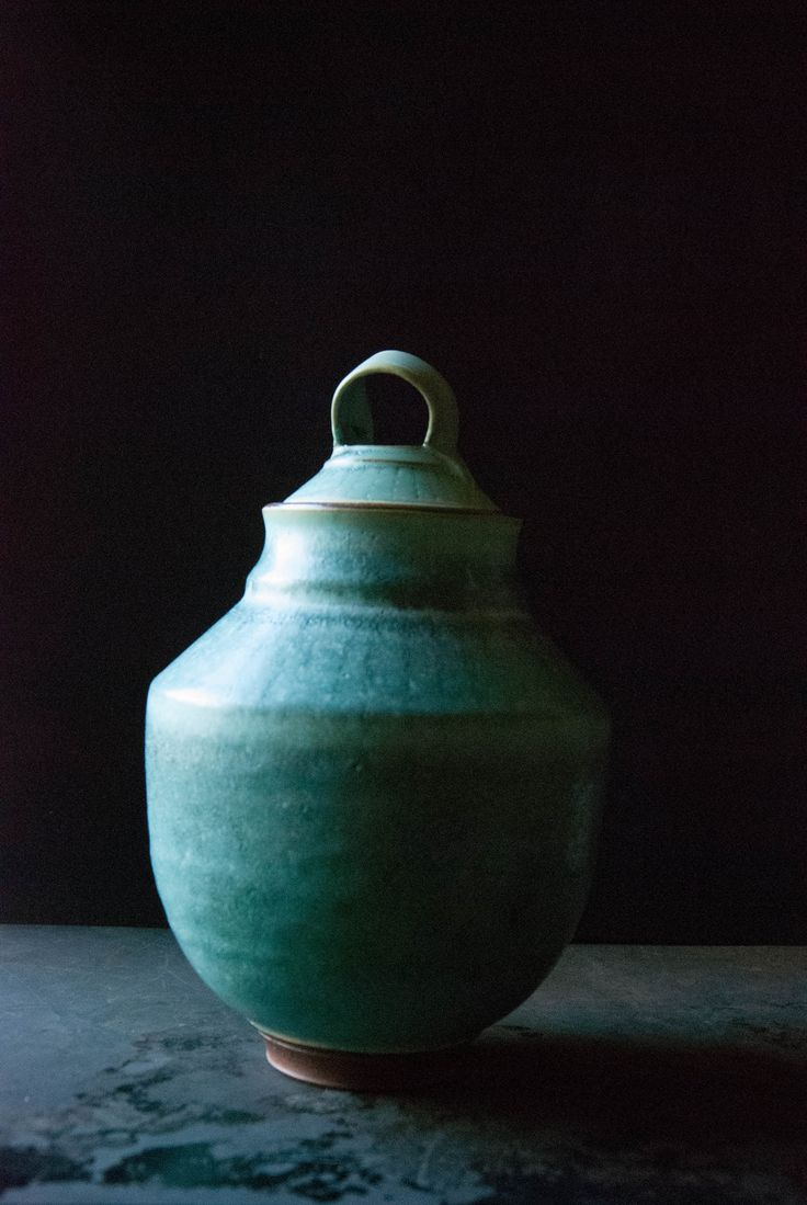cirlceurns.com Aritsan urns made by Kaitlan Murpyy funeral urns, cremation urns, urns for ashes, ceramic urns, pottery urns, handmade urns, funeral, urn