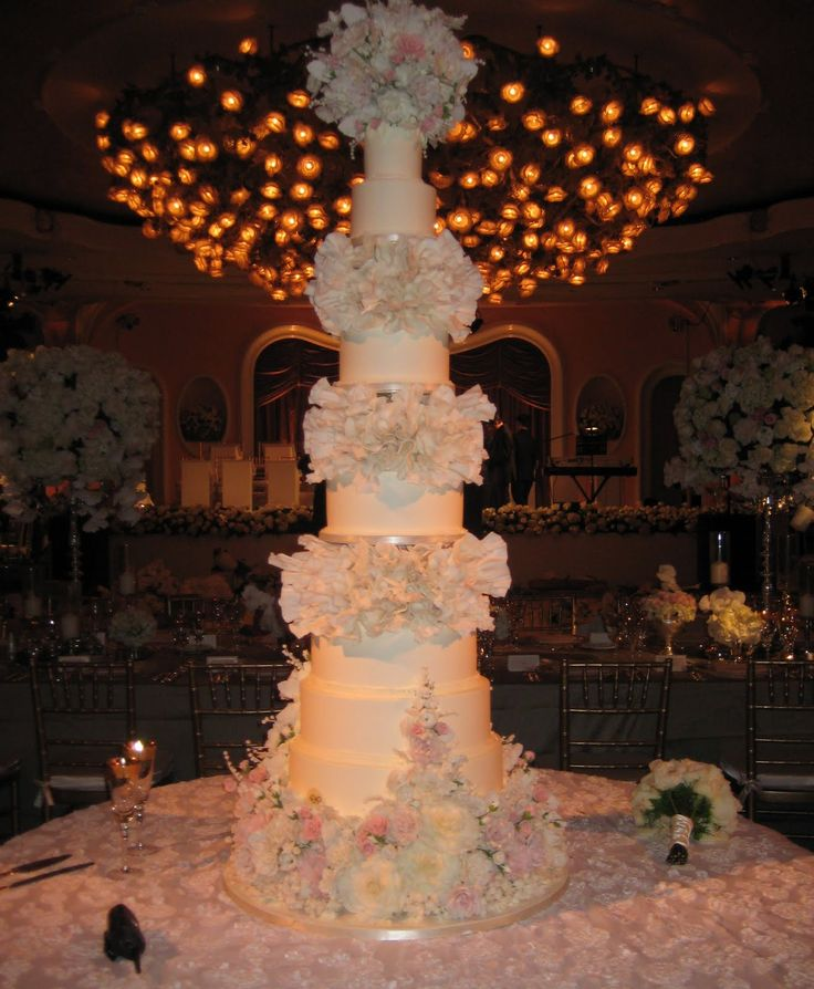 The Eight Tiered Sylvia Weinstock Wedding Cake