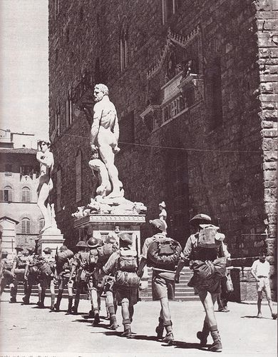 Italian Vintage Photographs ~ II guerra mondiale Allied troops enter in Florence #TuscanyAgriturismoGiratola