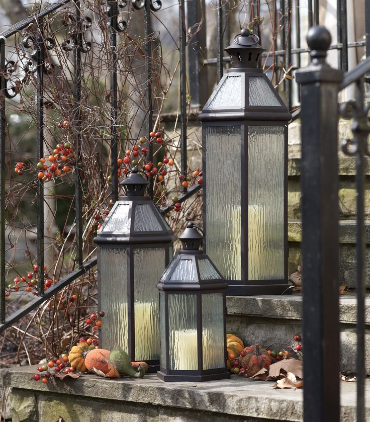 Item 49111 octagon shaped lanterns have rippled glass for Decor international wholesale